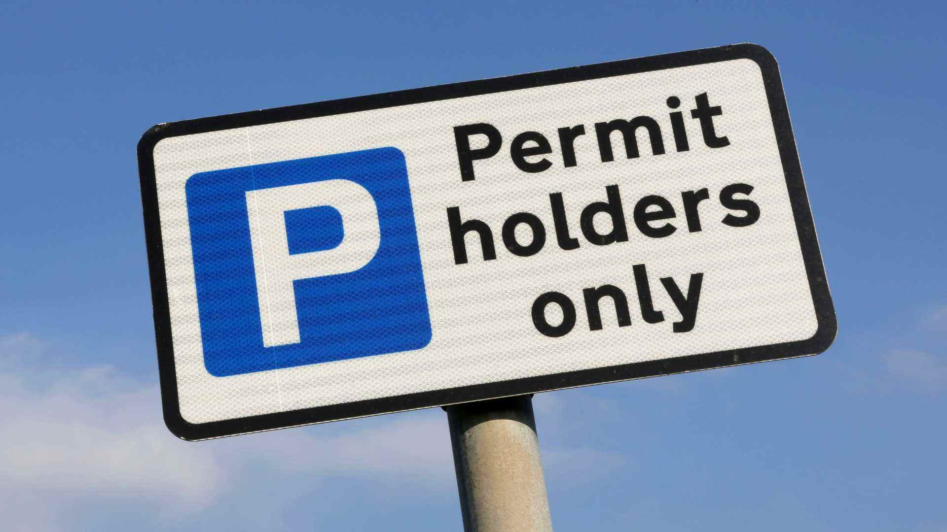 Parking permit holders only sign